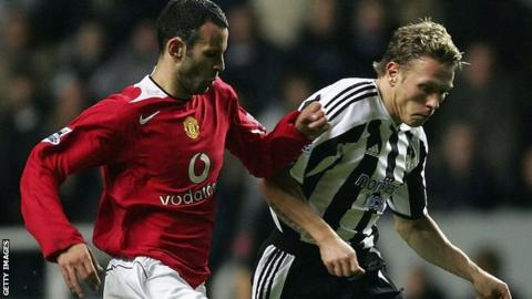 Ryan Giggs challenges Craig Bellamy in a match between Manchester United and Newcastle