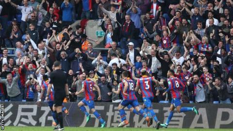 Crystal Palace celebrate Joel Ward's goal