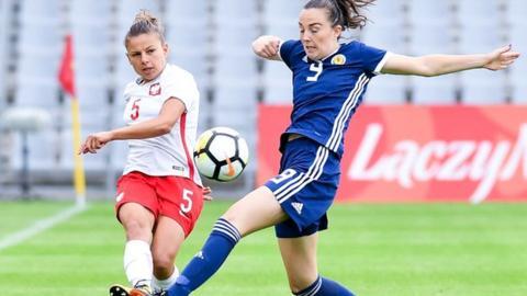 Caroline Weir closes down Aleksandra Sikora